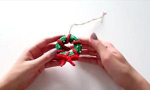 Видео МК от Оли Аск Рождественский венок на елку крючком