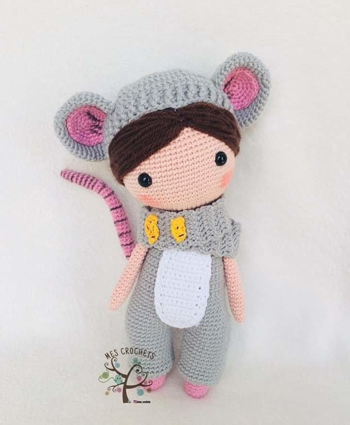 Куколка в костюме мышки